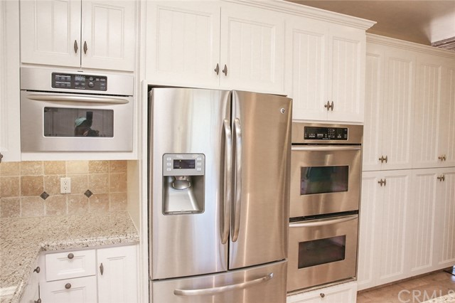 Pot cabinets have dual full pull drawers. Dual coo