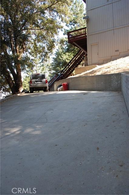 25105 Jewel Drive, Crestline CA: http://media.crmls.org/medias/2dc1794b-148b-461a-8b5c-c70d71e8b065.jpg