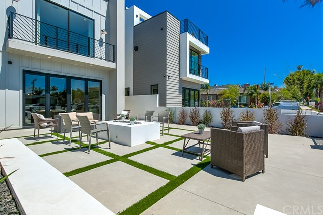 1004  Huntington Street,Huntington Beach  CA