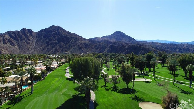 45337 Club Drive, Indian Wells CA: http://media.crmls.org/medias/2dd1b6a4-3c9d-4393-97e2-2d07c7d7058b.jpg