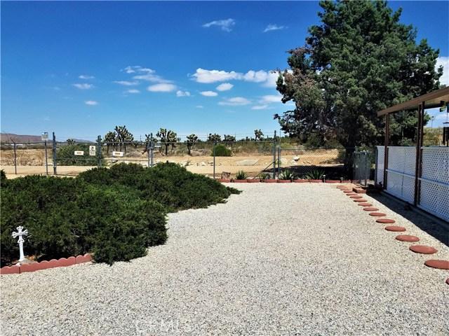 7501 Palm, Yucca Valley CA: http://media.crmls.org/medias/2dda1cd5-3113-4964-bfbe-8a6e42ce53be.jpg