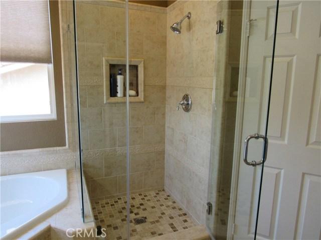 6975 Garden Rose Street, Fontana CA: http://media.crmls.org/medias/2de7f165-5c40-4915-b5d9-b1176653875d.jpg