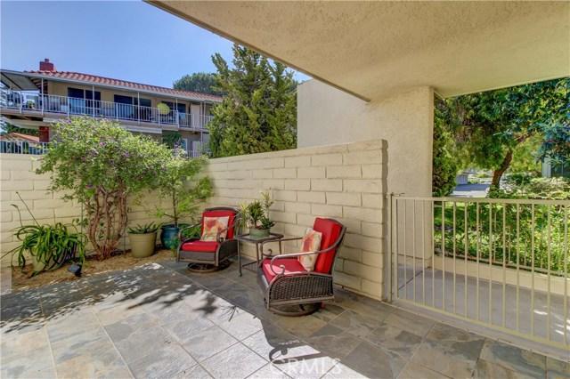 2107 Ronda Granada, Laguna Woods CA: http://media.crmls.org/medias/2df0d04b-8748-452a-8558-340281a5aea7.jpg