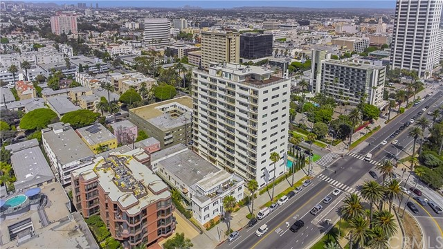 1045 Ocean Avenue, Santa Monica CA: http://media.crmls.org/medias/2df6ac39-3048-4e39-83b8-7c0752c73ebb.jpg