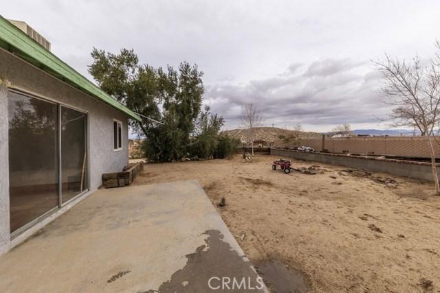 6969 Mesquite Springs Road, 29 Palms CA: http://media.crmls.org/medias/2df8376a-0df1-4a78-857a-206abb2d218a.jpg