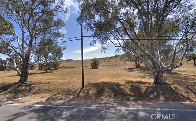 239 Riverside Drive, Lake Elsinore CA: http://media.crmls.org/medias/2e194106-f2b3-4a41-90eb-352c9506cbc7.jpg