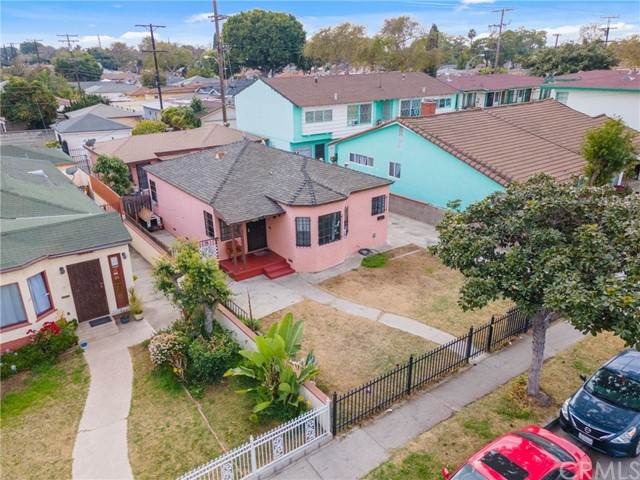 4572 Tweedy Boulevard, South Gate CA: http://media.crmls.org/medias/2e2d10a2-7cec-475d-8bed-31e2b1f29370.jpg