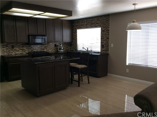 10809 Sunnyside Drive, Yucaipa CA: http://media.crmls.org/medias/2e55d35c-01da-484b-8297-1bcf02926773.jpg