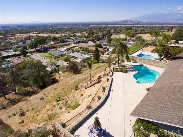 2351 Willow Drive, San Bernardino CA: http://media.crmls.org/medias/2e635faf-274b-4f86-addf-fd50b9699dd7.jpg