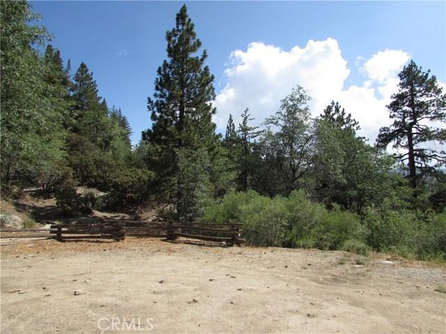 2533 Valhalla Drive, Running Springs Area CA: http://media.crmls.org/medias/2e7685cb-9802-4975-b4a6-3697005c606c.jpg