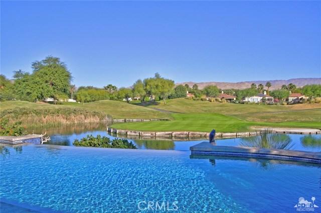 104 Loch Lomond Road, Rancho Mirage CA: http://media.crmls.org/medias/2e784cb7-c328-48ee-bfb8-8357f10ed80a.jpg