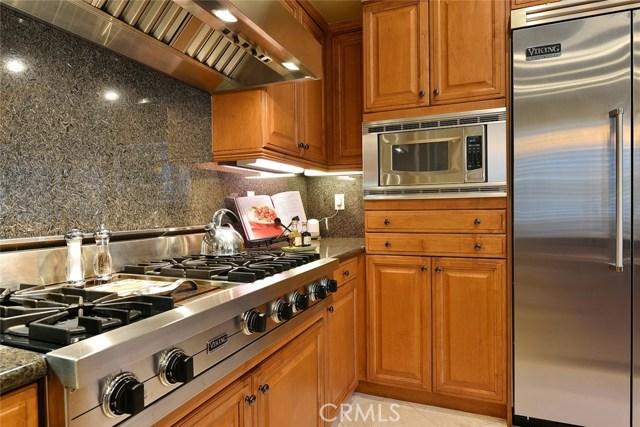 1335 Bentley Court, West Covina CA: http://media.crmls.org/medias/2e797216-7c19-41a9-80aa-7660d63c95b5.jpg