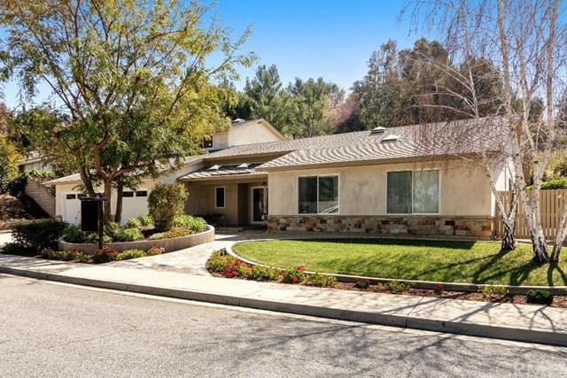 Detail Gallery Image 1 of 33 For 2000 Campbell Ave, Thousand Oaks,  CA 91360 - 5 Beds | 3/1 Baths