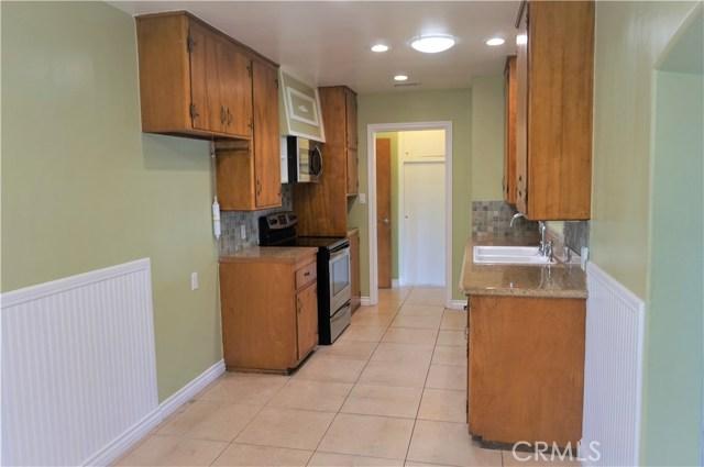 5481 Deodar Street, Montclair CA: http://media.crmls.org/medias/2ea06981-48c9-4811-b238-e6dbcfd8c068.jpg