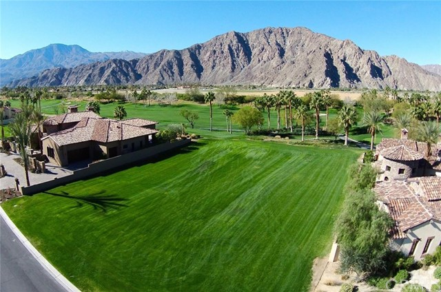 Photo of home for sale at 53343 Via Palacio, La Quinta CA
