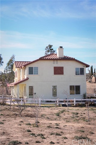 42160 Indian Hill Trail, Aguanga CA: http://media.crmls.org/medias/2eac049b-1a95-4f50-973a-0c789df1b710.jpg