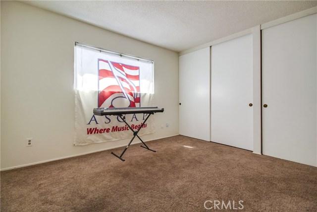9009 Oneida Avenue, Sun Valley CA: http://media.crmls.org/medias/2ed3b373-8466-49a6-84ac-11f348286429.jpg