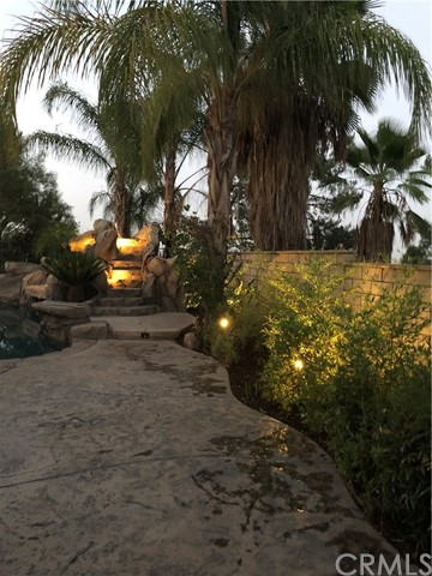 1481 Sunshine Circle, Corona CA: http://media.crmls.org/medias/2ee400c4-293c-4b18-8764-ceae8118a512.jpg