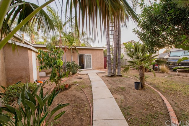 1625 Gum Tree Lane, Fallbrook CA: http://media.crmls.org/medias/2f0fddc2-b748-4660-b0cd-0a46cf10c20d.jpg