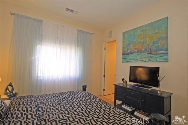 104 Loch Lomond Road, Rancho Mirage CA: http://media.crmls.org/medias/2f12ce79-1e12-4bcf-978e-1a166c33de01.jpg