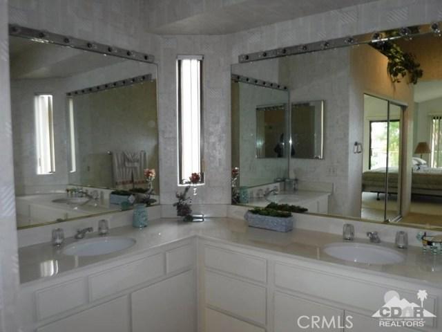 54493 Tanglewood, La Quinta CA: http://media.crmls.org/medias/2f17d9bf-43bc-4feb-96dd-dc3ae2c458f3.jpg