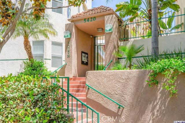 5420 Sylmar Avenue, Sherman Oaks CA: http://media.crmls.org/medias/2f5dd57a-a80e-469b-bb40-0b9d5e7e5dce.jpg
