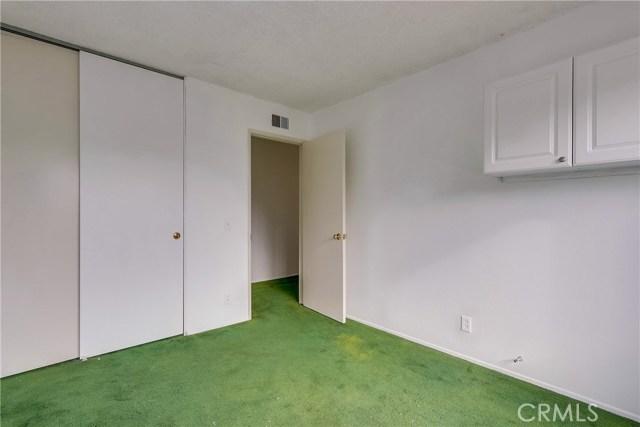 2610 W Hall Avenue, Santa Ana CA: http://media.crmls.org/medias/2f640da4-5e46-43e8-a69c-f94a00c4cd94.jpg