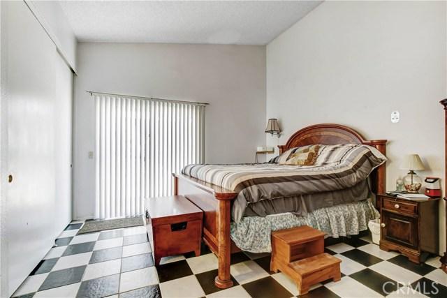 5578 Aster Street, San Bernardino CA: http://media.crmls.org/medias/2f749f92-bf39-4df7-a659-3b47425d09c3.jpg