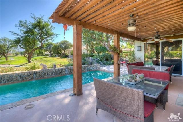 54015 Southern Hills, La Quinta CA: http://media.crmls.org/medias/2f74ba7c-9d83-4e74-9cc0-e4f1095326d3.jpg