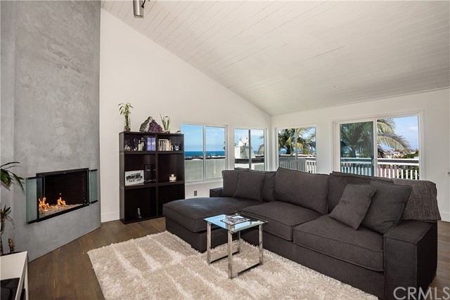 945 1st St, Hermosa Beach, CA 90254 photo 1