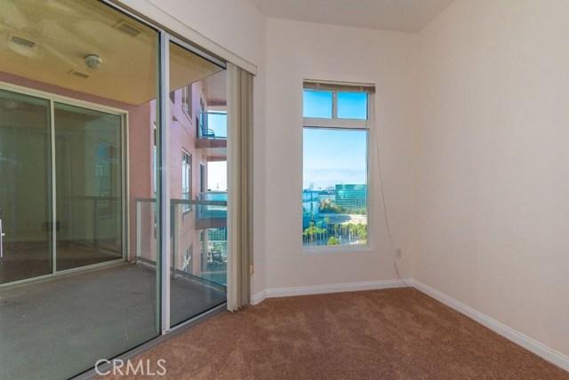 388 E Ocean Boulevard, Long Beach CA: http://media.crmls.org/medias/2fb2da30-3258-4045-a85c-7e3bcbbf4b7e.jpg