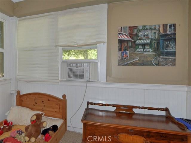 246 S Plumas Street, Willows CA: http://media.crmls.org/medias/2fb92da3-584e-4b48-8060-ba08321bb633.jpg