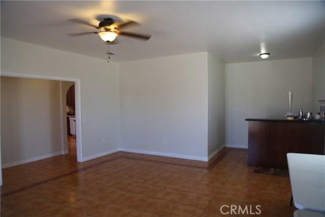 14794 Columbine Street, Victorville CA: http://media.crmls.org/medias/2fcd386d-691d-42ec-92f7-875d5e5d4ef3.jpg