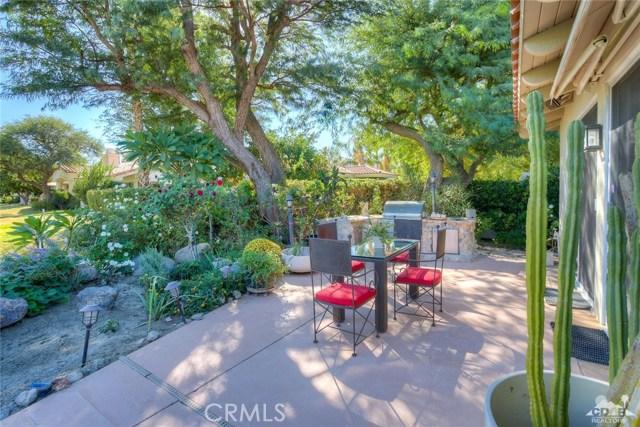 54015 Southern Hills, La Quinta CA: http://media.crmls.org/medias/2fe2a638-0b10-4f12-933d-e31268055d32.jpg