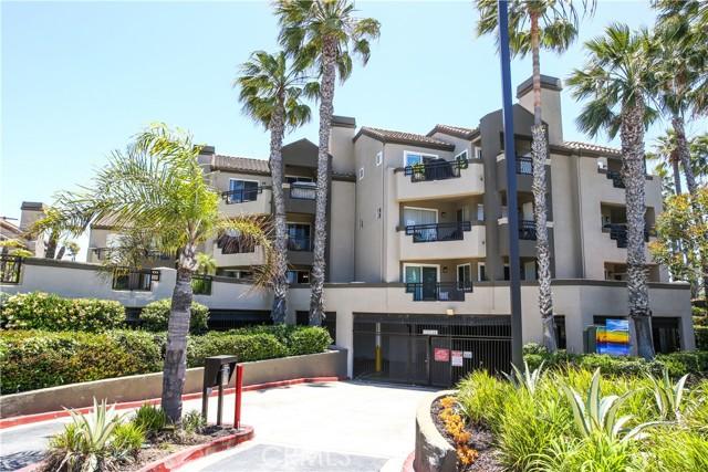410 Lake Street, Huntington Beach CA: http://media.crmls.org/medias/2ff7fc89-c894-498f-b32c-6579df9d5b4d.jpg
