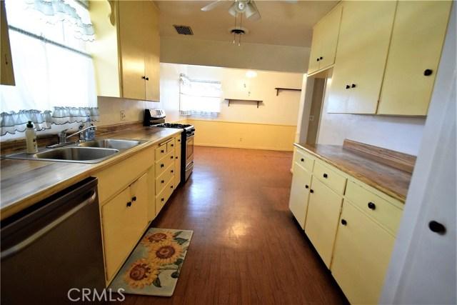 7354 Garden Street, Riverside CA: http://media.crmls.org/medias/300acb6c-a596-4bda-a594-4cef12f79bf8.jpg