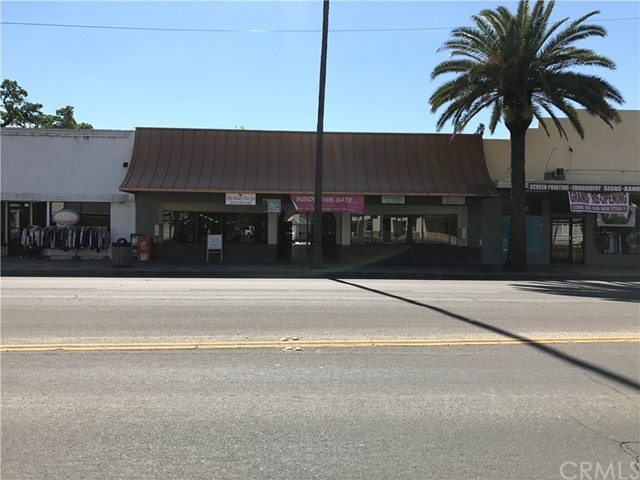 Retail for Sale at 515 Robertson Boulevard Chowchilla, California 93610 United States