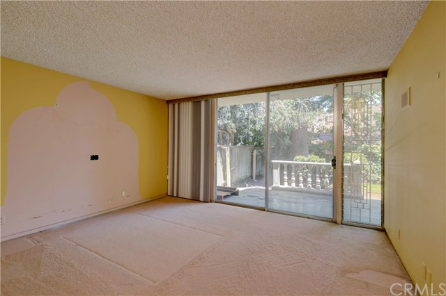 1420 El Mirador Avenue, Long Beach CA: http://media.crmls.org/medias/302eb68d-bbe6-406a-a4d8-2b9bb3e54e3b.jpg