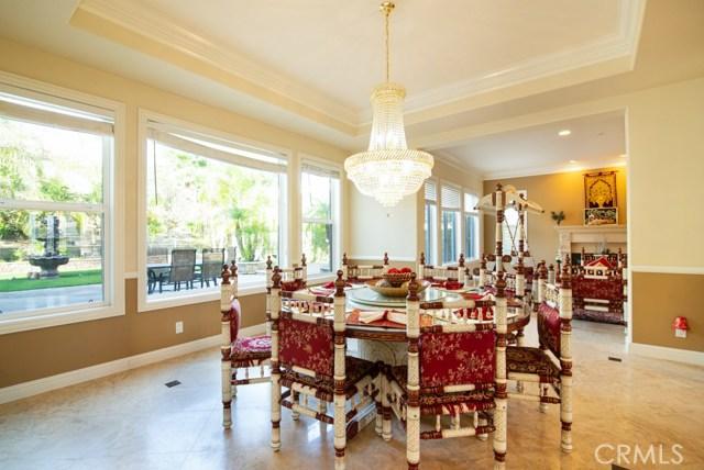 房产卖价 : $238.80万/¥1,643万
