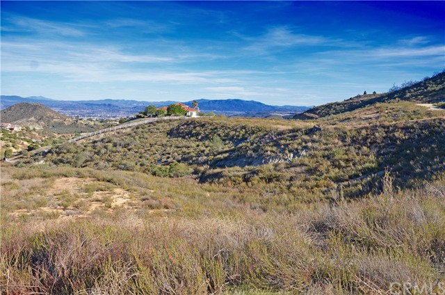 ***LA CRESTA BEAUTY WITH VIEWS FOR DAYS!!!*** This beautiful 5.17 acre lot has amazing views of the Murrieta Valley. Located in the La Cresta area next to the Santa Rosa plateau there is plenty of trails and Equestrian facilities. The lot features a large pad to build your dream home and is at the end of a cul-de-sac for added privacy. This lot has it all. The lot is large enough to keep horses.