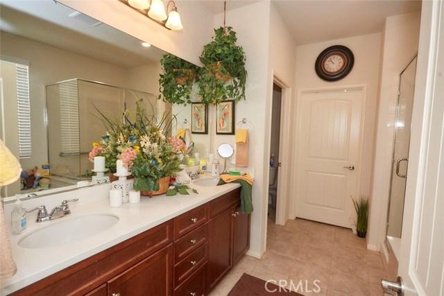 11457 Mint Street, Apple Valley CA: http://media.crmls.org/medias/30608355-8b8c-4311-948e-79461d56e6c3.jpg