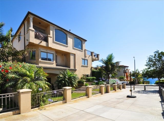 300 16th St, Manhattan Beach, CA 90266