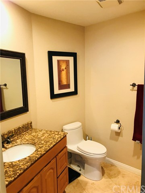2277 Pacific Avenue, Costa Mesa CA: http://media.crmls.org/medias/309460b5-83a9-4c5e-a7c7-03a808585bd8.jpg