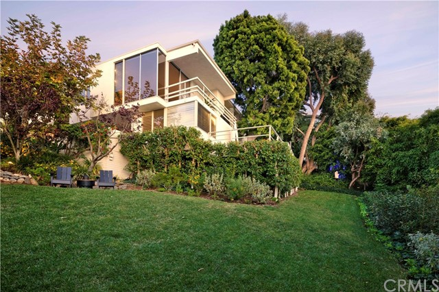 1639 Eleanor Lane, Laguna Beach CA: http://media.crmls.org/medias/30c96a48-7df9-489f-9d23-256dba2bb99d.jpg