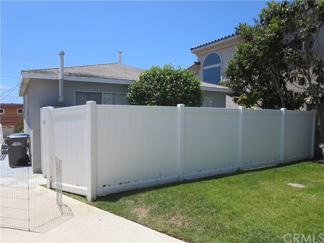828 N Lucia Avenue, Redondo Beach CA: http://media.crmls.org/medias/30caa434-caac-4d81-98f4-c49ea84f62b7.jpg