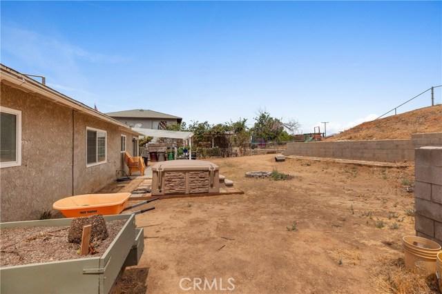 1477 Hilltop Lane, Norco CA: http://media.crmls.org/medias/30da9d2d-0e61-46c0-85cc-06e80627c113.jpg