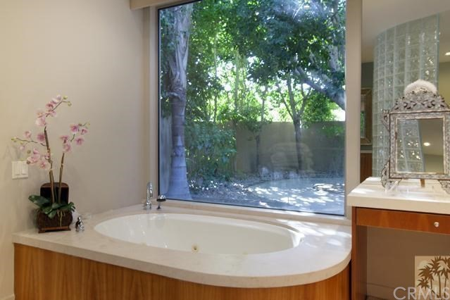 108 Waterford Circle, Rancho Mirage CA: http://media.crmls.org/medias/30de3575-bb5e-4bb3-9490-f816cec0ec49.jpg