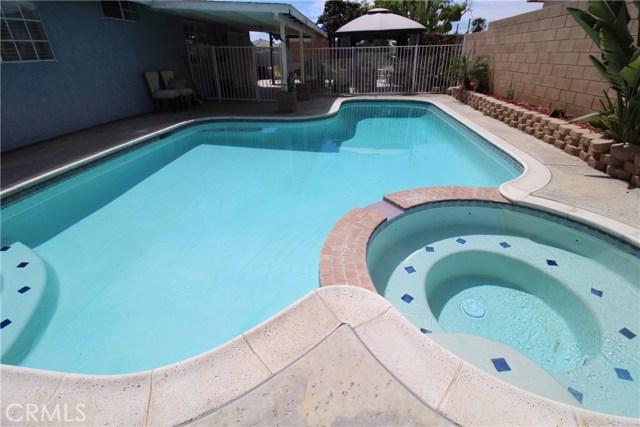 800 San Carlo Avenue, San Bernardino CA: http://media.crmls.org/medias/30f04b50-d5e8-4f7e-8c7d-8d668ad52a3b.jpg