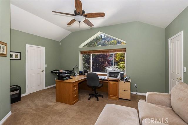 283 Fairway Drive, Lake Arrowhead CA: http://media.crmls.org/medias/30f592e5-2a33-49b1-82a4-e8a09038c945.jpg