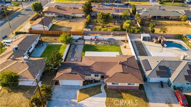 322 E Mariposa Drive, Rialto CA: http://media.crmls.org/medias/313e9c63-ada8-408d-af99-cc20a90648f9.jpg